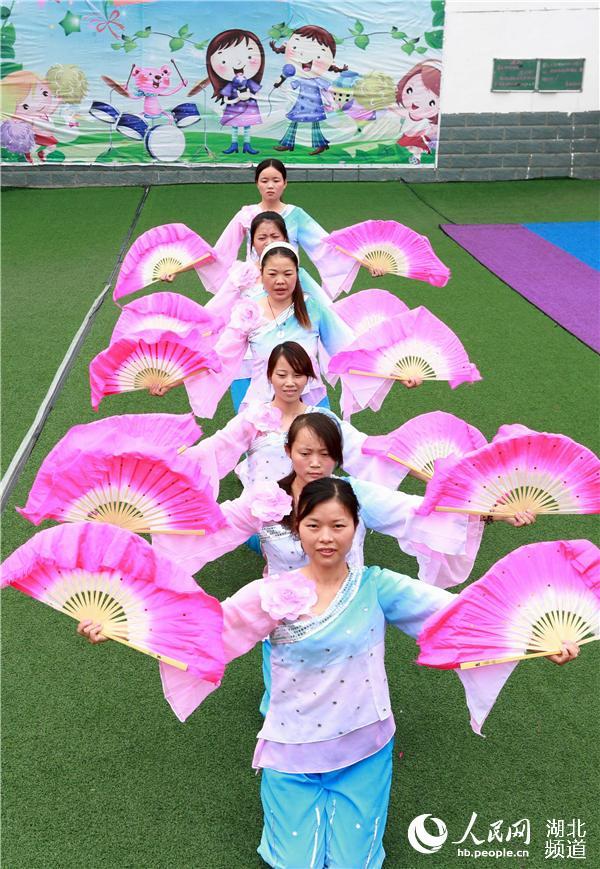 幼儿园黑板报教师节快乐