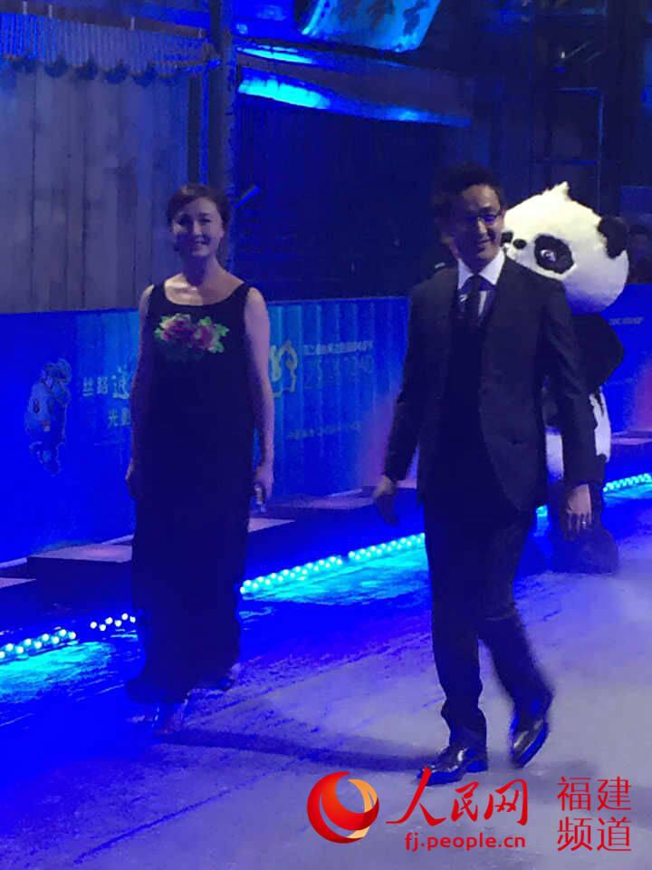第二届丝路国际电影节福州开幕 孙楠激情献唱