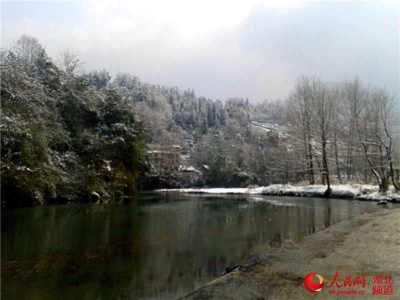 湖北咸丰 老寨村风雪不阻赏梅人