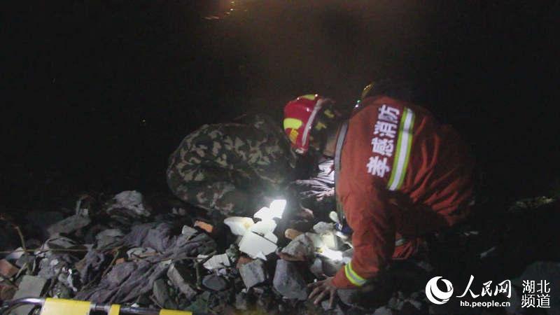 汉川湖北:凌晨小车冲入高中教师溺亡夫妇各庄胡水塘图片