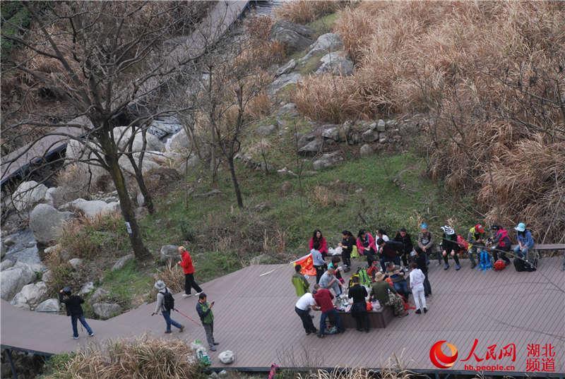 3月19日,国家4a景区——湖北麻城龟峰山风景区迎来今春首个旅游小高峰