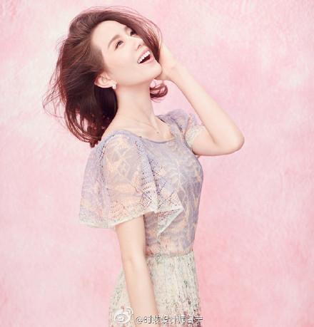 刘诗诗扎丸子头模样可爱 表情俏皮活泼(图)