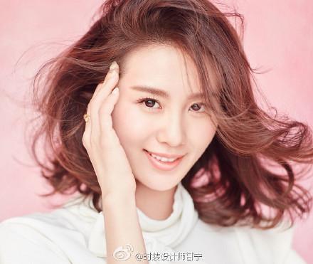 刘诗诗扎丸子头模样可爱