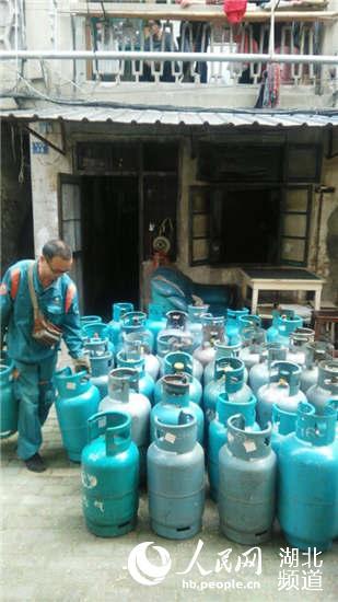 武汉一非法乔装正规瓶装液化气供应站被识破