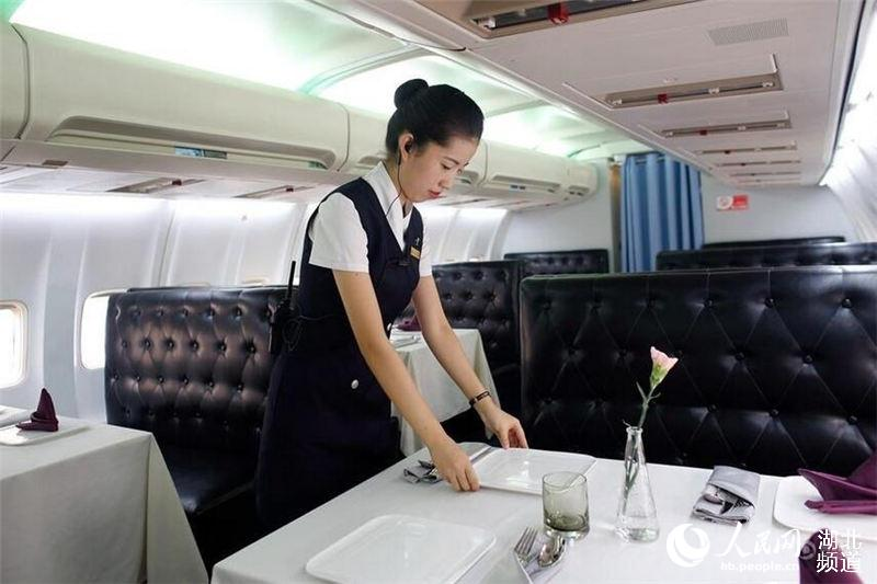 全国首家飞机餐厅在武汉正式营业
