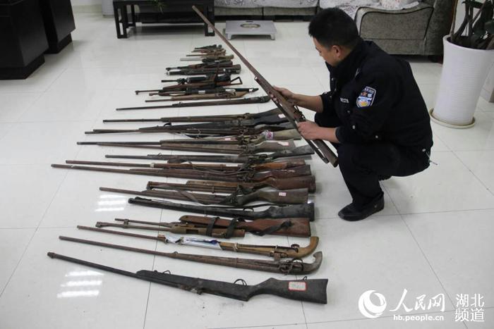 湖北咸丰集中销毁一批枪支弹药 抓获违法犯罪人员44人
