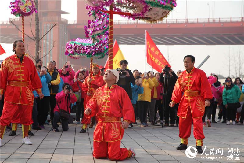 武汉汉阳数千名住宅徒步表演非遗高龙迎新闹图带网友家具平面户型图片