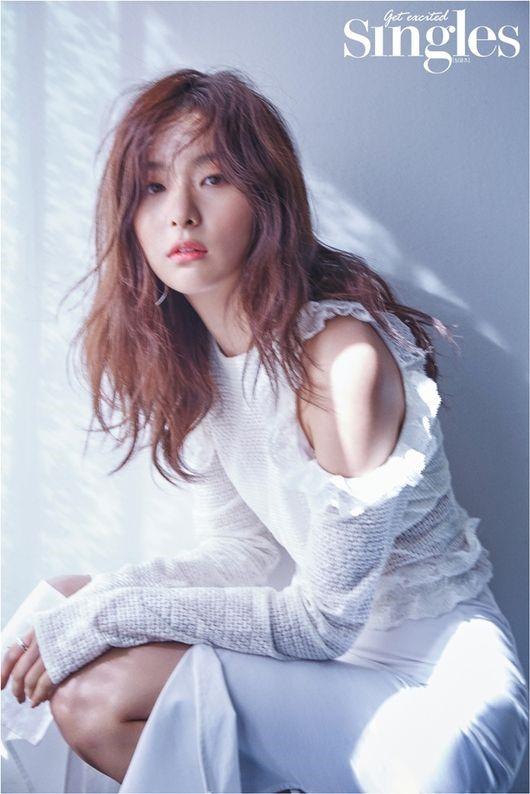 Red Velvet姜澀琪寫真展性感魅力 分享保持好身材秘訣【組圖】