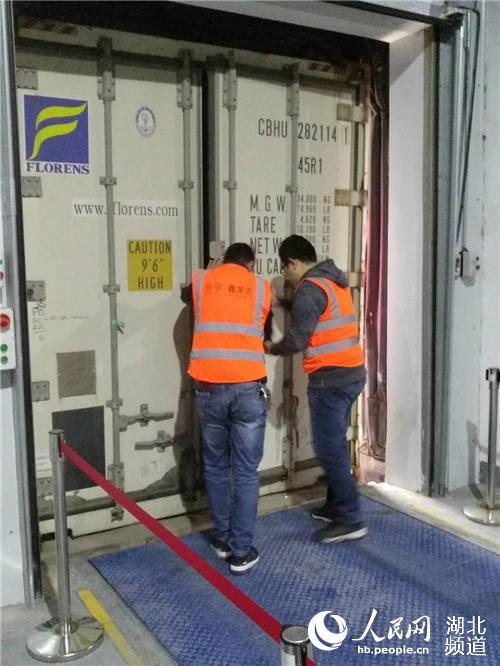 湖北首批农产品保税出口 36吨小龙虾完成通关运往欧洲【3】
