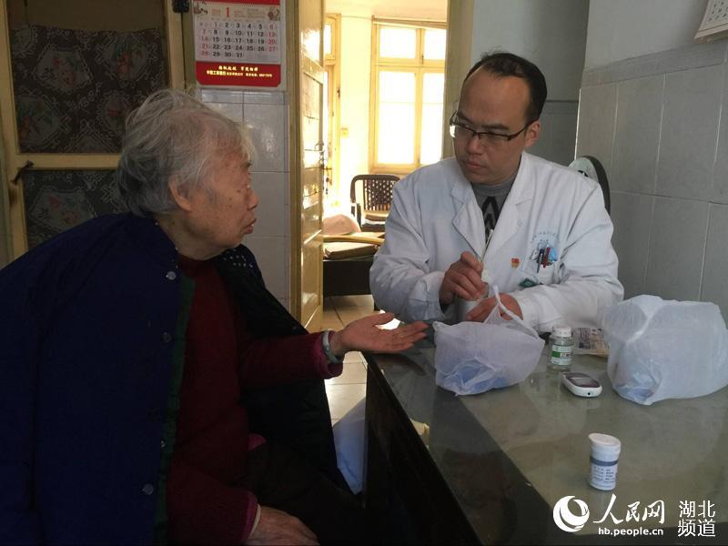 """2012武汉人口_武汉人张文武:""""法轮功""""害老伴早逝"""