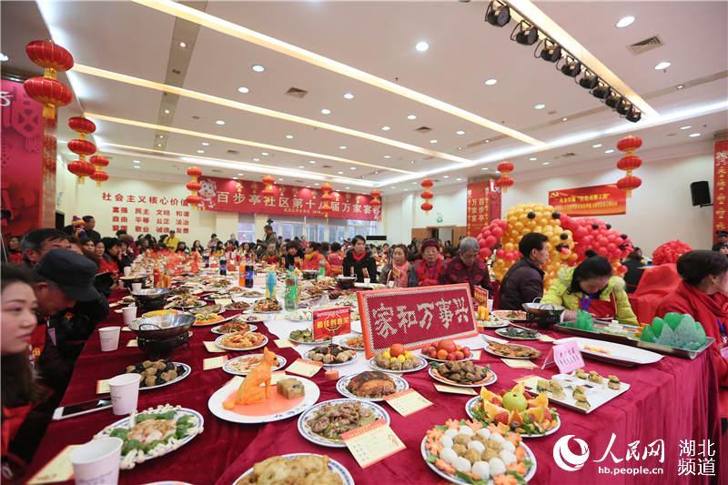 13200道菜肴共度小年 武汉百步亭万家宴热闹开锅