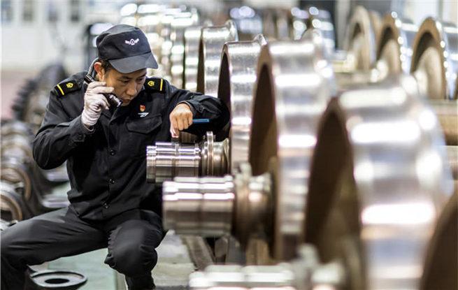 """""""铁路工匠""""汪召坤的春运车轮战"""