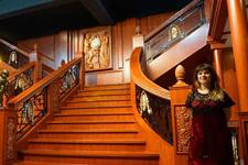 泰坦尼克号文物在武汉展出 传奇巨轮恢弘重现