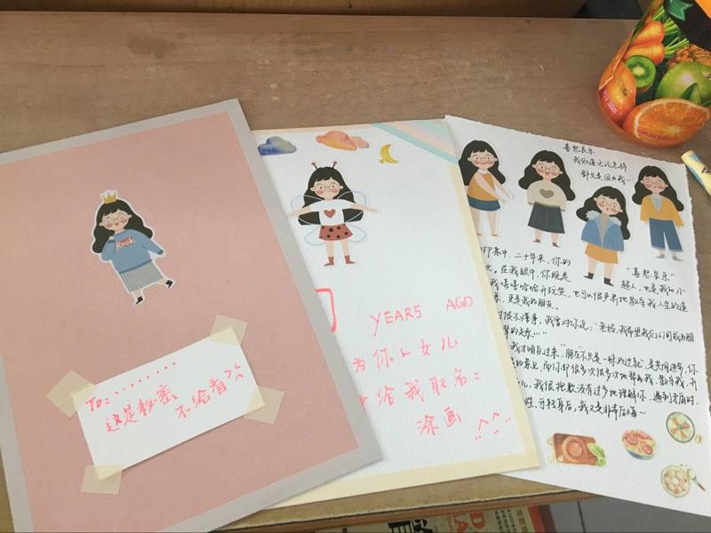 武汉一高校开展母亲节贺卡制作大赛 作品创意十足