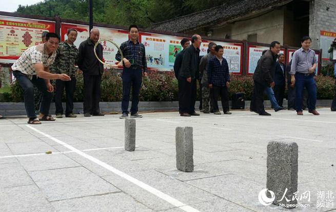 湖北十堰:扶贫村的趣味运动会