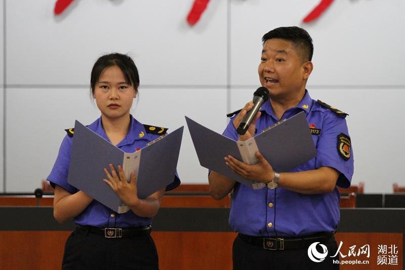 武汉硚口城管执法大队主题党日活动 问情于民服务民生至上【2】
