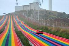 """高山草原""""滑场飞车""""体验速度与激情"""