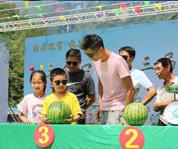 湖北鹤峰山村里的西瓜节