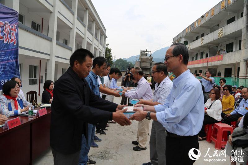 湖北鹤峰:人士山乡捐资40万白族年级希望建起课本小学3爱心图片