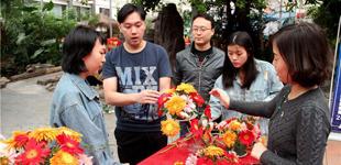 家庭亲子花艺活动 扮靓市民生活 10月14日,20多组亲子家庭在志愿者的带领下,参加家庭亲子花艺活动。[详细]