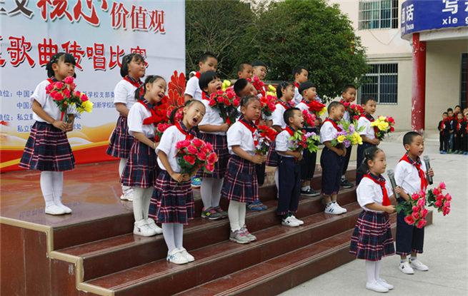 湖北鹤峰:社会主义核心价值观主题歌曲唱响校园