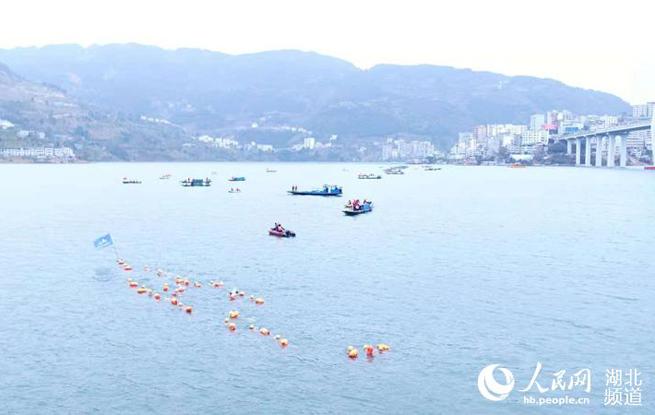 湖北省第四届冬泳会开幕 千人横渡大三峡