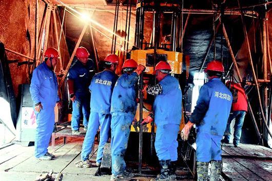 湖北省首個多要素城市地質調查深井開鑽