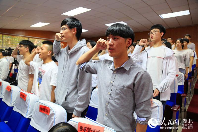 武科大城市学院317名学生加入军运会志愿者