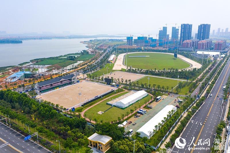 探访武汉军运会马术赛场:马蹄入砂深度精确到毫米 专业马医院呵护赛马健康【2】