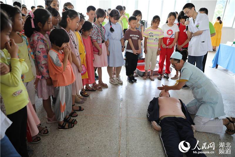 """湖北鹤峰:""""希望家园""""开班 40名大学生志愿者陪伴200名留守儿童过暑假【2】"""