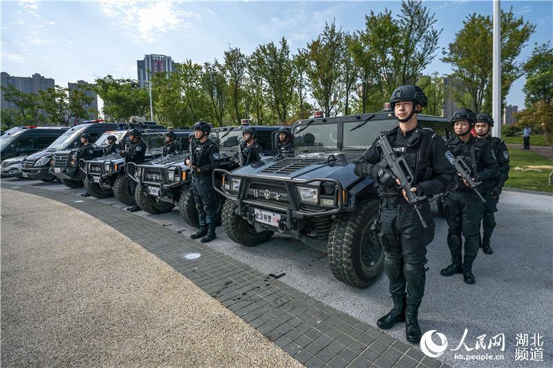 全国公安机关集中统一销毁非法枪爆物品(熊琦 摄)
