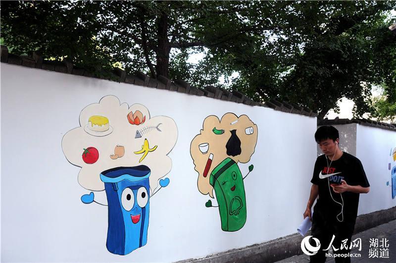 湖北十堰 百幅创文彩绘亮相街头 助力全国文明城市创建