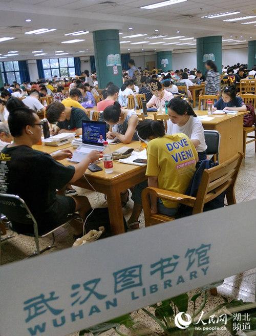 立秋后持续高温 武汉图书馆读者只增不减【4】