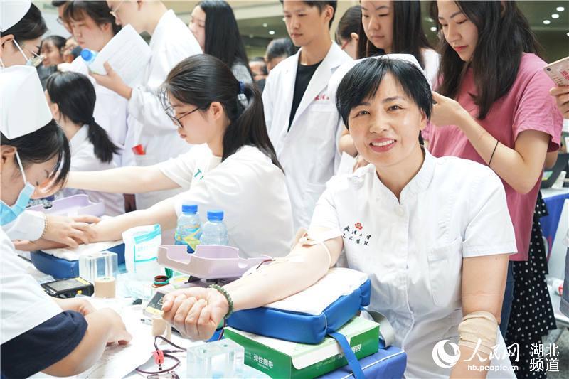 捐热血保军运 武汉500余医务人员无偿献血11万毫升【2】