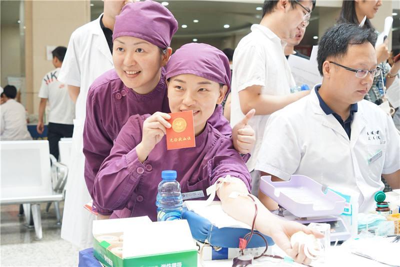 捐热血保军运 武汉500余医务人员无偿献血11万毫升【5】