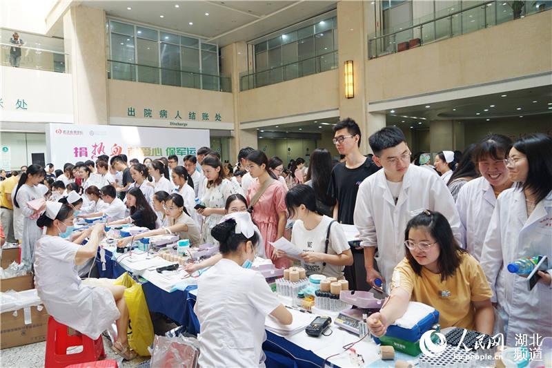 捐热血保军运 武汉500余医务人员无偿献血11万毫升【3】