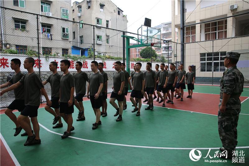湖北秭归百名预征新兵接受集中军训