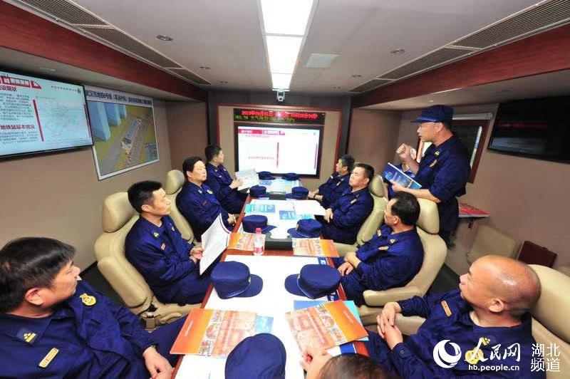湖北消防开展地铁大型应急救援综合实战演练
