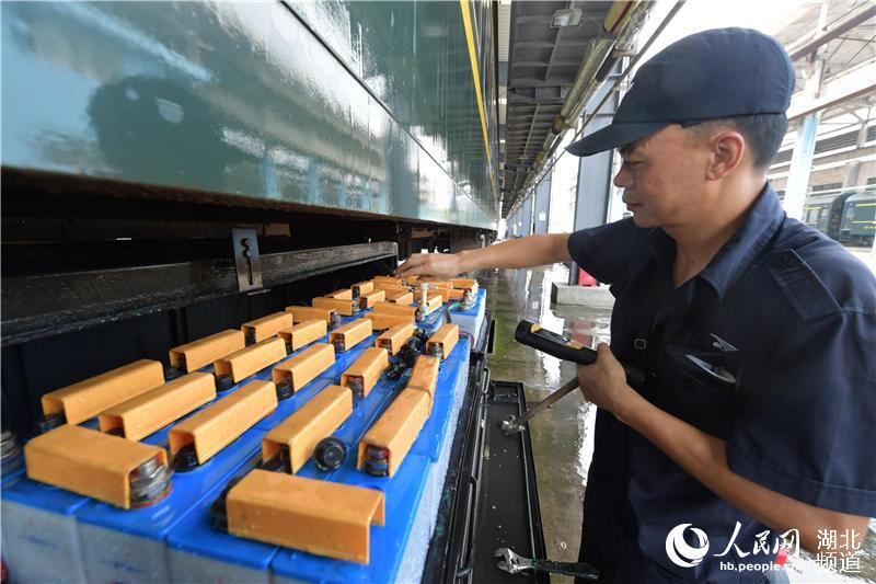 """湖北襄阳:打造""""标准化""""示范列车服务""""中秋节""""小长假铁路运输【5】"""