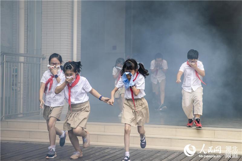 """武汉3000师生共上""""消防安全开学第一课""""【2】"""
