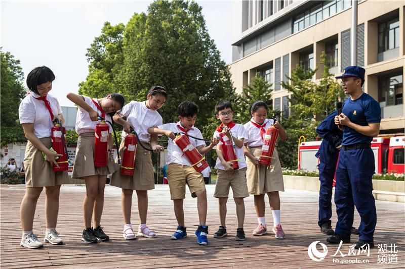 """武汉3000师生共上""""消防安全开学第一课"""""""