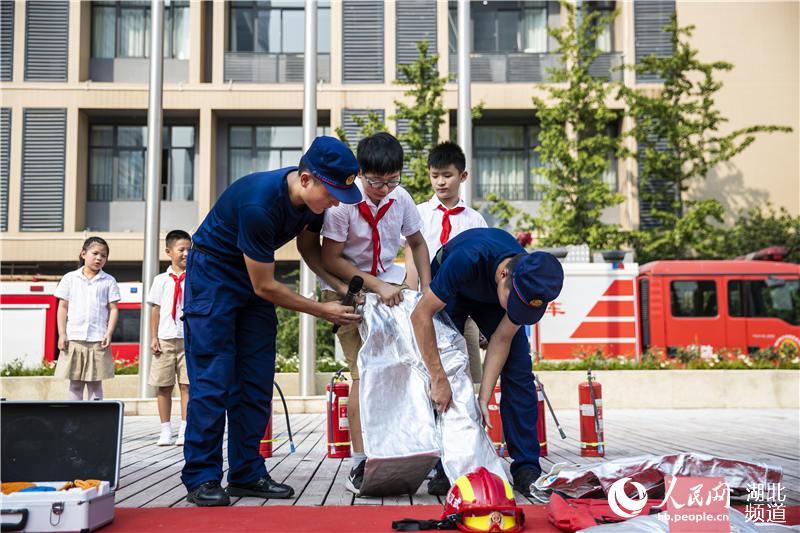 """武汉3000师生共上""""消防安全开学第一课""""【6】"""