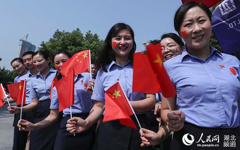 """""""我和我的祖国""""快闪活动在武汉古琴台上演 向新中国成立70周年致敬【2】"""