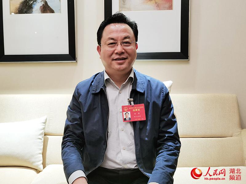 湖北省荆门市人民政府市长孙兵向人民网网友拜年